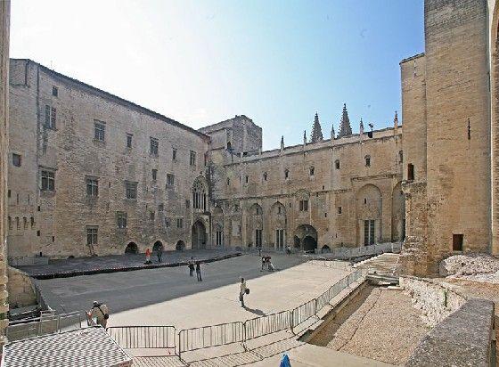 Cour d'honneur du Palais des Papes, Avignon