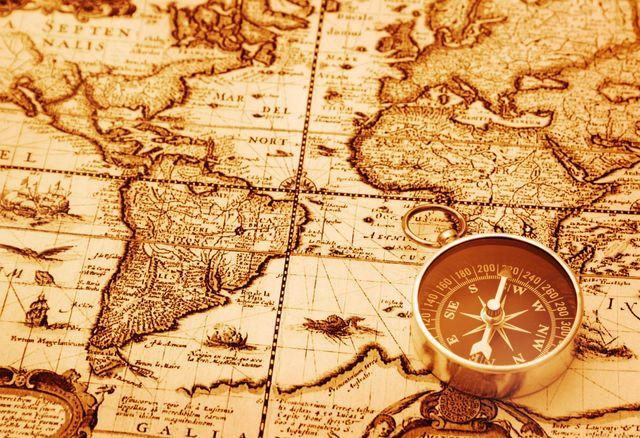 Carte île mystérieuse chasse au trésor boussole
