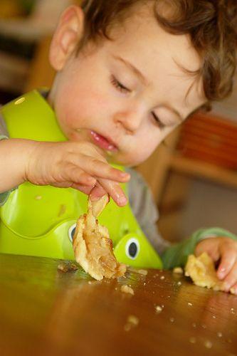 Enfant et tarte au pommes