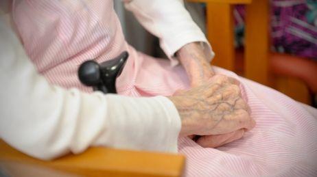 journée internationale des personnes âgées :  la solitude  (Paris )
