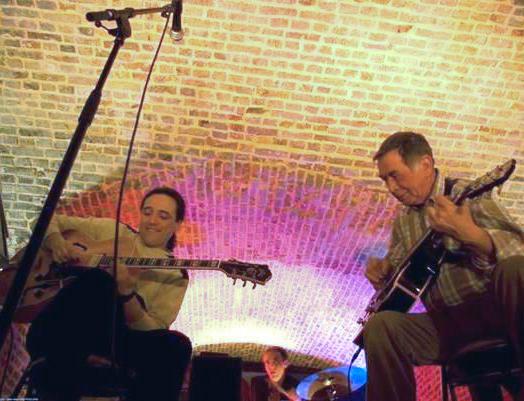 Jam session autour de la guitare au Moulin à LOUVIERS