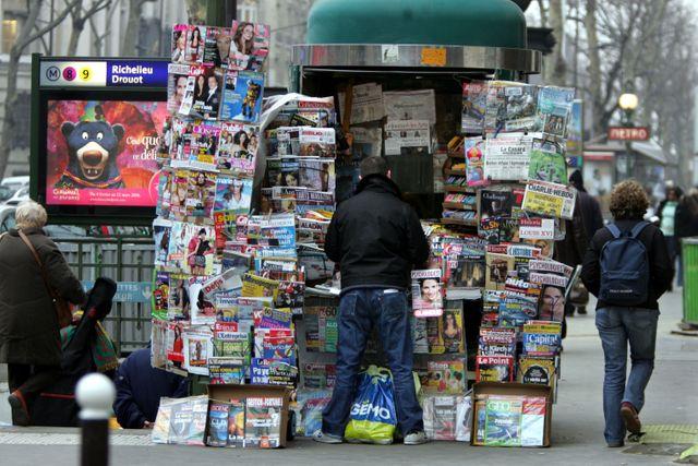 Kiosque à journaux parisien
