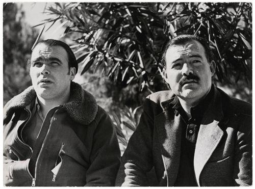 Robert Capa, Le général Enrique Líster et Ernest Hemingway (à droite) Móra d'Èbre, front d'Aragon, 5 novembre 1938