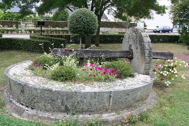 Ancien pressoir dans un jardin public de Soulgé-sur-Ouette