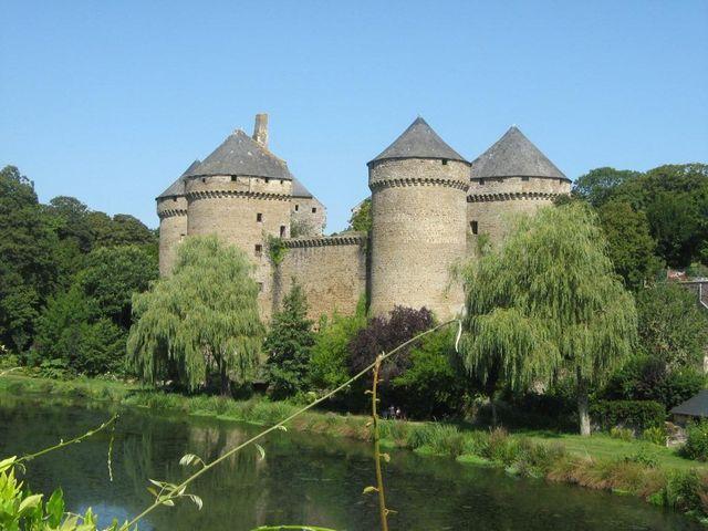 Châteaux à Lassay-les-Châteaux