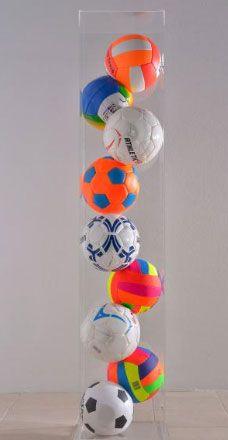Gérard Deschamps, Sans titre , 1990 Ballons de foot dans boîte plexi