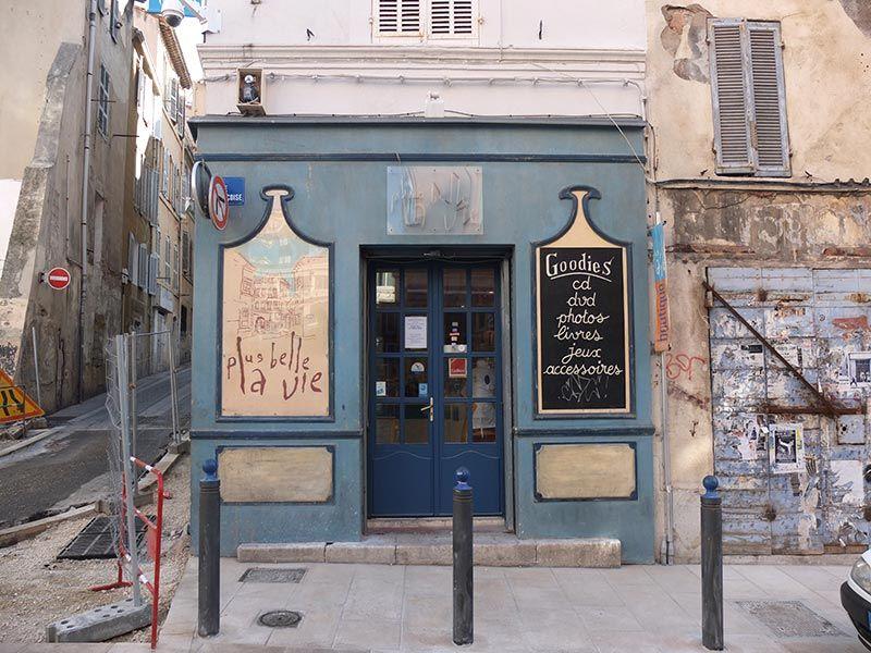 Boutique Plus Belle La Vie à Marseille - FB Provence - Jean-Pierre Cassely