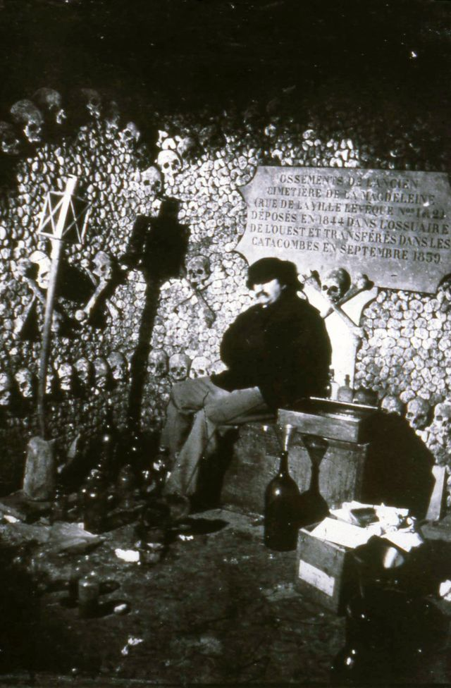 Autoportrait de Nadar dans les Catacombes en 1861