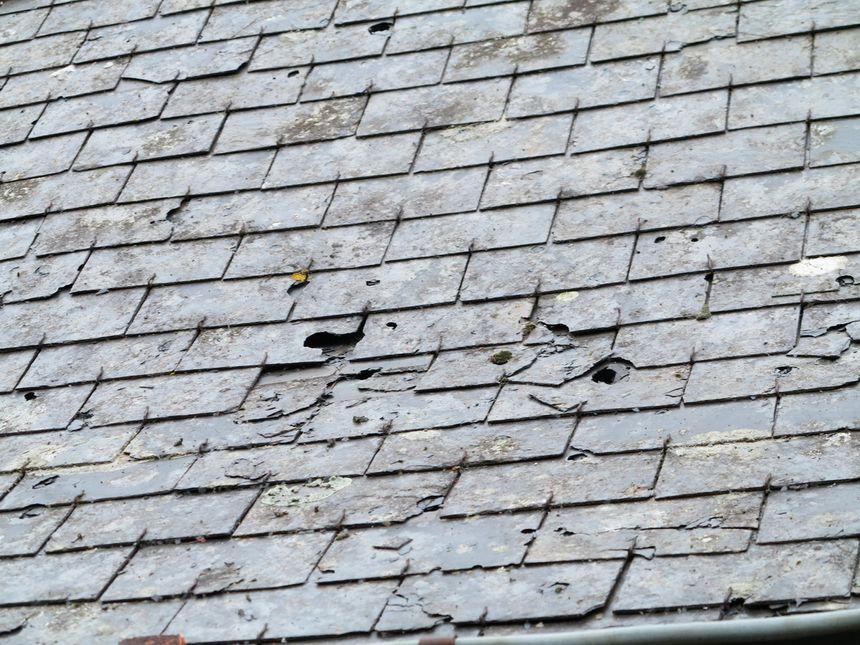 Les toitures touchées par la grêle à Vouvray