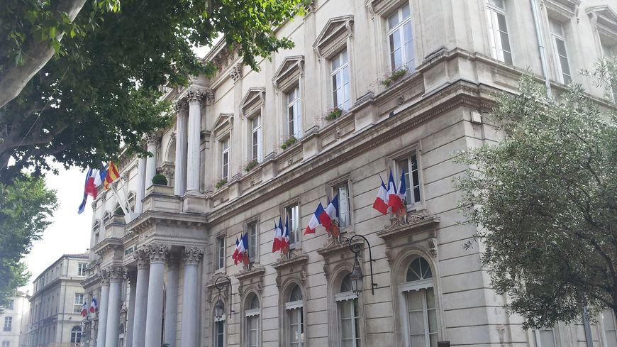 L'hôtel de ville d'Avignon, place de l'Horloge