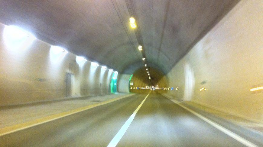 Le tunnel du Roux fait partie des axes de Drôme Ardèche, comme ici le tunnel des grands Goulets en Vercors. Image d'illustration