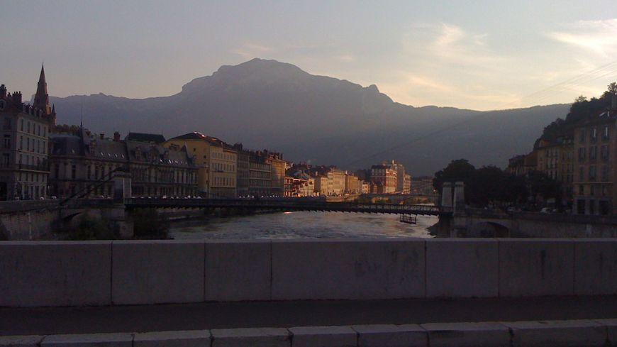 Le massif du Vercors et le Moucherotte vus de Grenoble.