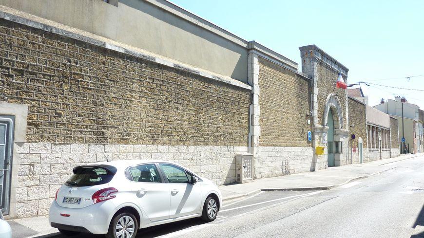 L'avenue de Chabeuil et la prison de Valence