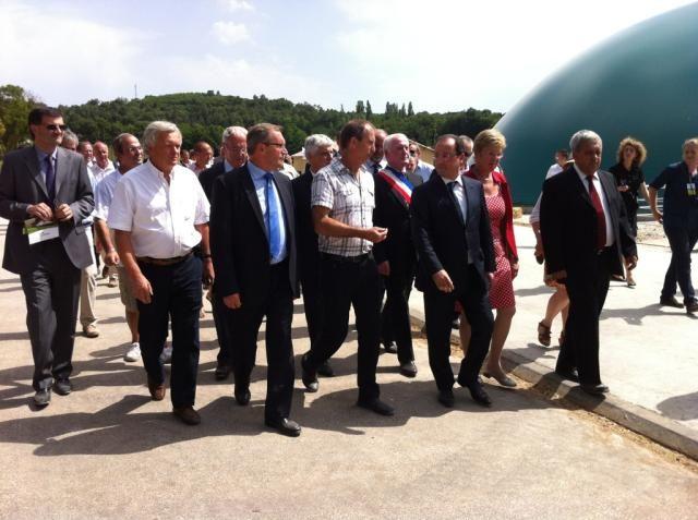 François Hollande et les élus à Marcillac-Saint-Quentin - Radio France