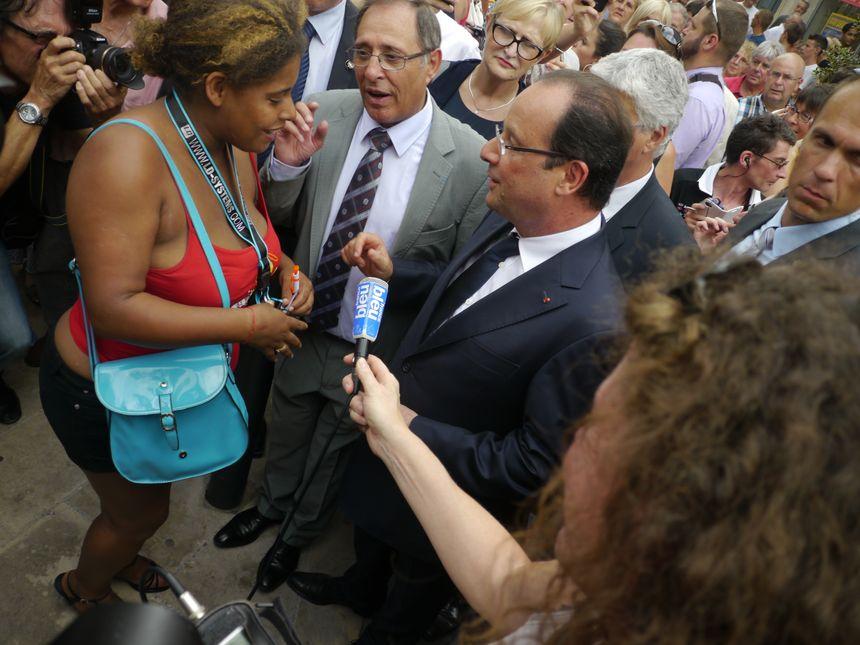 François Hollande dans les rues de Périgueux - Radio France