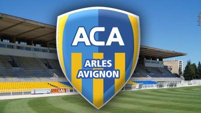 stade et logo AC Arles Avignon