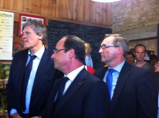 François Hollande avec Stéphane Le Foll, ministre de l'Agriculture et le député Germinal Peiro à Carsac-Aillac - Radio France