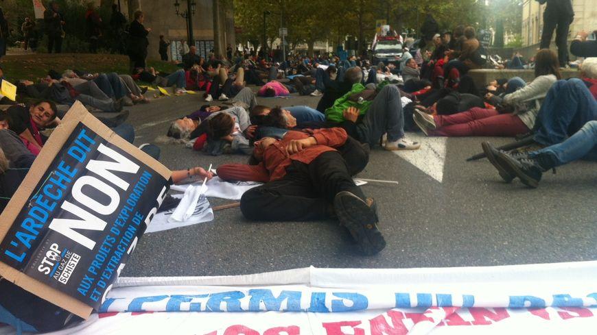 Plus de 2000 manifestants contre le gaz de schiste à Montélimar