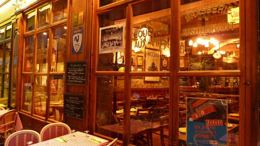 """Un """"bouchon"""" restaurant traditionnel de la rue Mercière à Lyon."""
