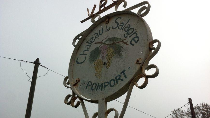 L'entrée du domaine de la Salagre à Pomport