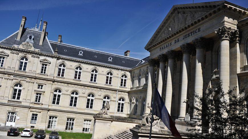 Le gendarme est ressorti du Palais de Justice d'Amiens avec une épée de Damoclès au dessus de la tête.
