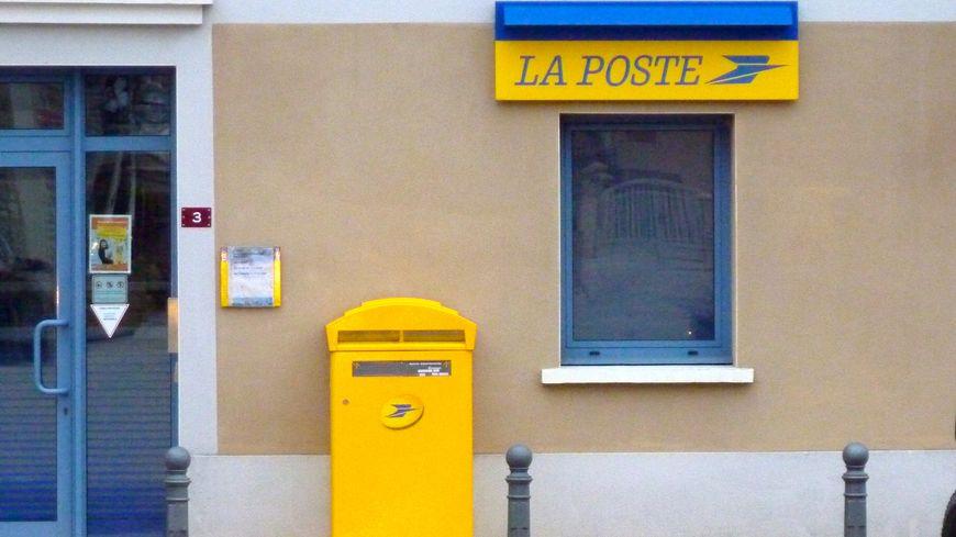 Un bureau de poste en Drôme Ardèche - Image d'illustrations.