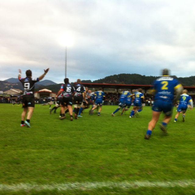 Les rugbymen d'Aubenas, victorieux dans le derby face au ROC en novembre 2013.  - Radio France