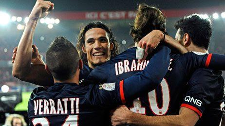 Cavani, l'attaquant du PSG, félicité par Ibrahimovic et Verratti