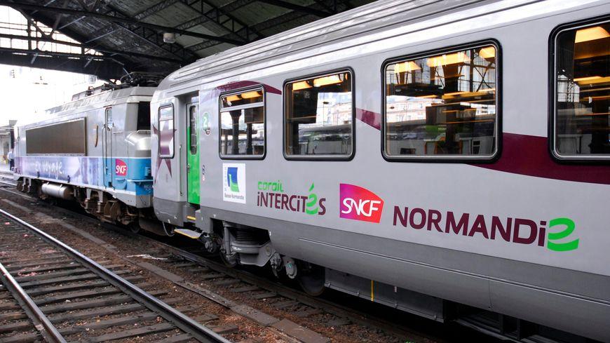 Un train intercités de ligne Paris-Caen-Cherbourg