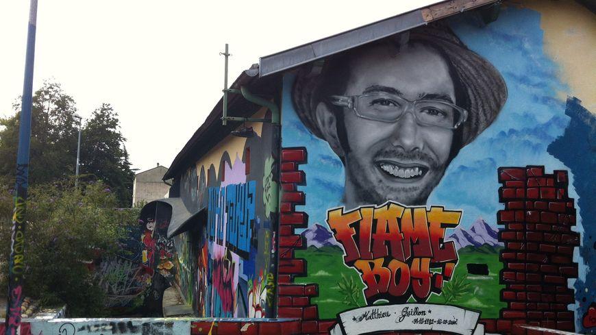 Une fresque rend hommage à Matthieu Guillon à Valence, septembre 2012.