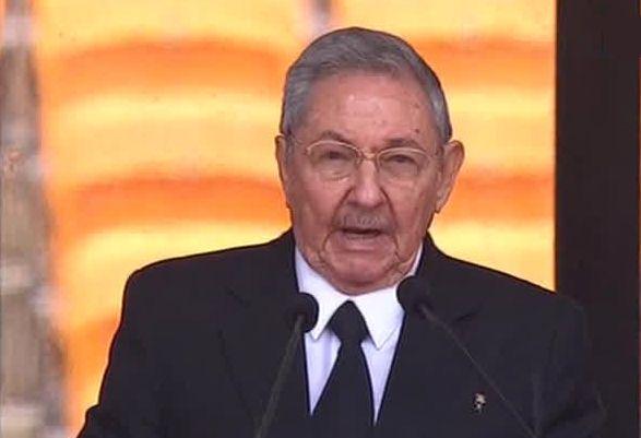 Raul Castro à la tribune du Soccer City Stadiul