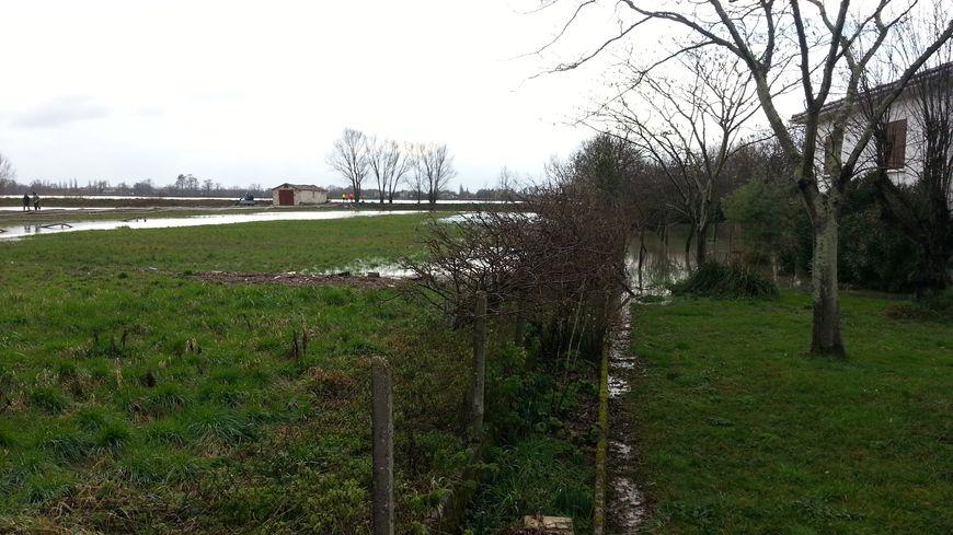 A Saint-Louis-de-Montferrand, les bassins (à gauche) ont permis de limiter une partie des dégâts des inondations.