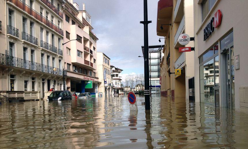 Photos la ville de dax sous les eaux - Piscine de forges les eaux ...