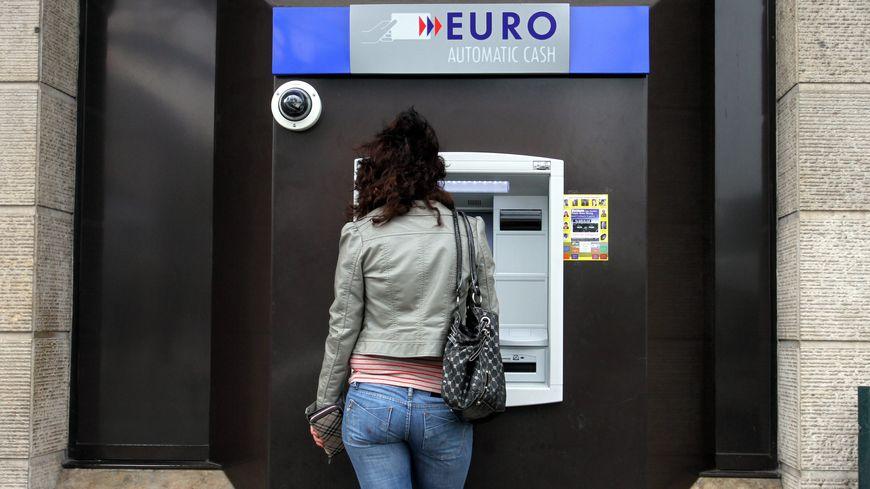 Banque frais bancaires distributeur DAB