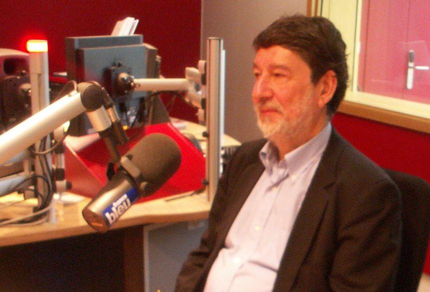 Alain Anziani (sénateur) dans le studio de France Bleu Gironde - Radio France