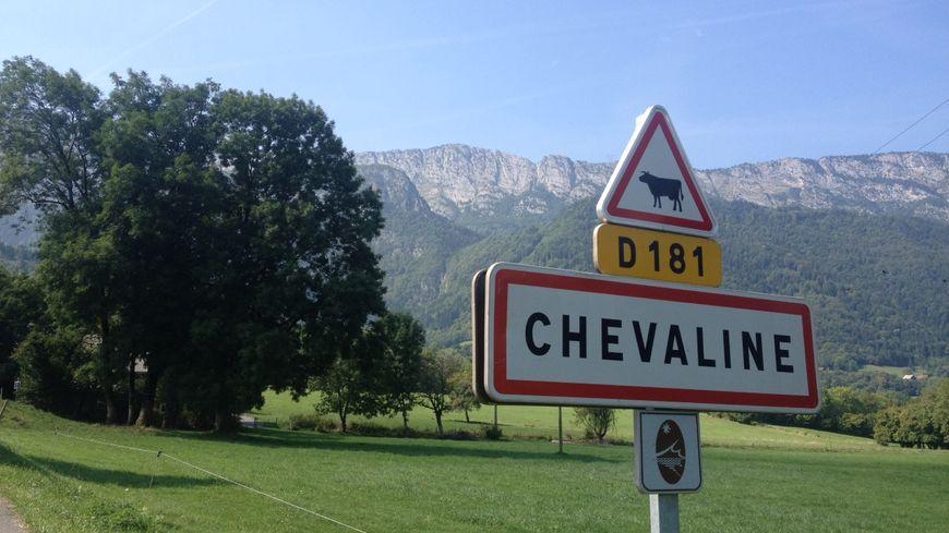 Chevaline entrée village