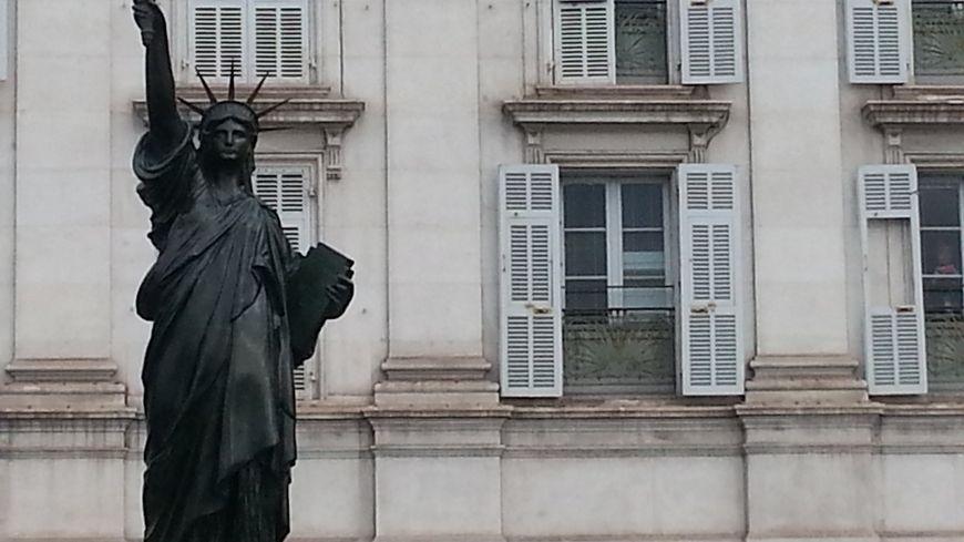 la statue niçoise de la liberté