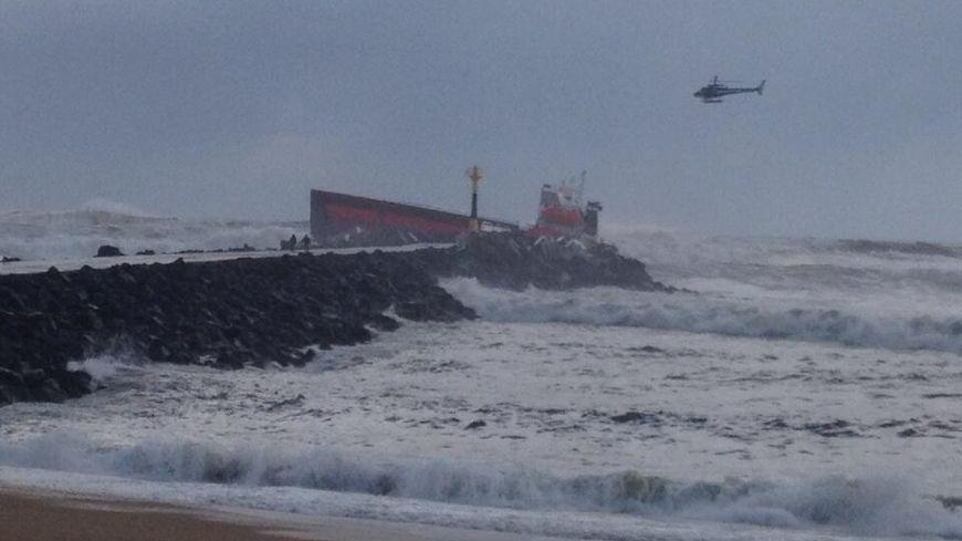 Le cargo espagnol le Luno s'échoue sur une plage d'Anglet.