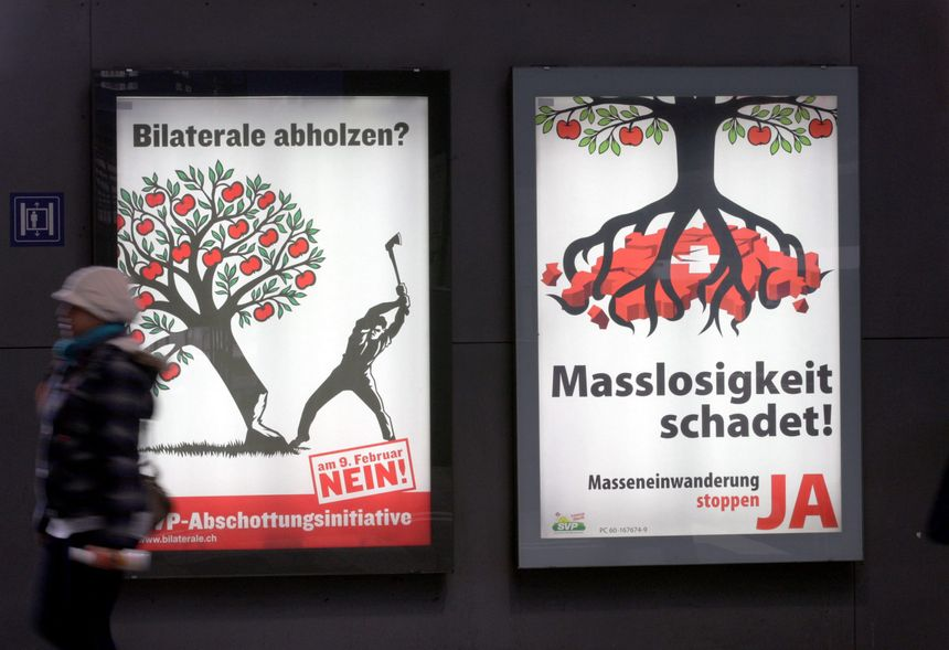 """""""Abattre notre prospérité ?"""" VS """"La démesure nuit à la Suisse"""" : les affiches en faveur du """"non"""" et du """"oui"""" au référendum - Maxppp"""