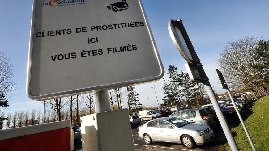 Les panneaux ont été installés à l'entrée des parkings concernés
