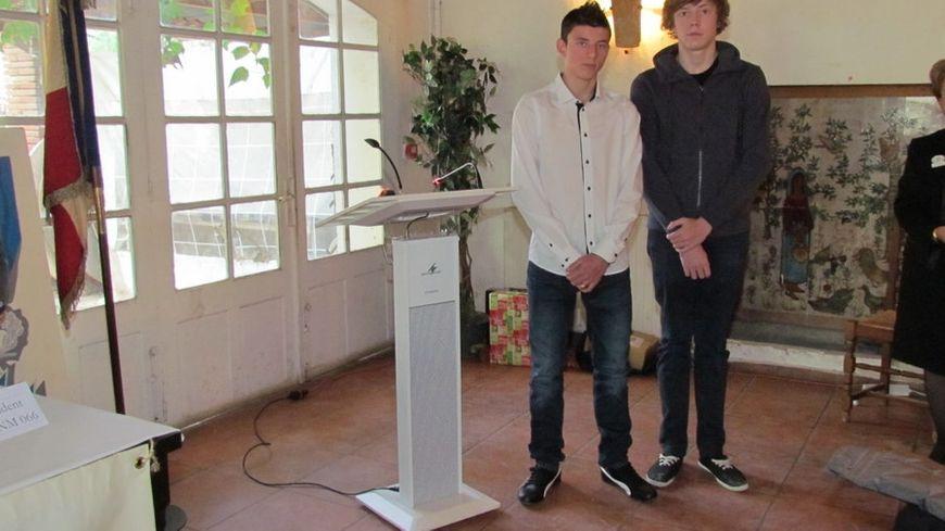 Pierre Cortès et Dorian lors de la remise du prix du civisme