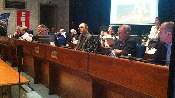 Débat des candidats à Saint-Laurent-du-Var dans la salle du Conseil municipal