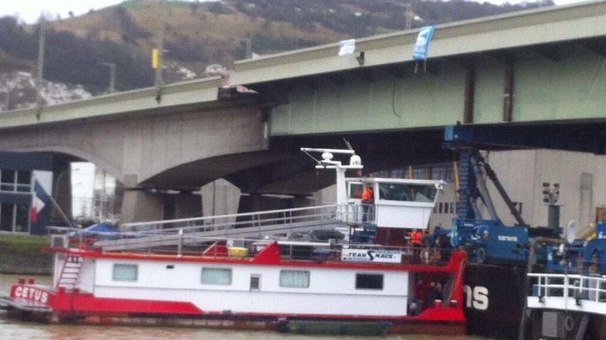 La travée du pont Mathilde endommagée  par l'incendie du 29 octobre 2012 à Rouen
