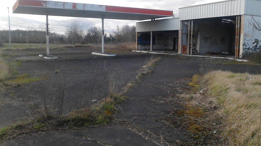 Station-service abandonnée