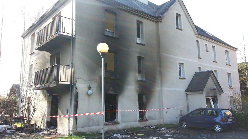 L'immeuble a subi de gros dégâts à Pont L'évêque