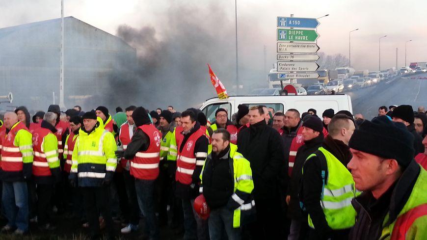 Les agents portuaires en grève à Rouen et au Havre