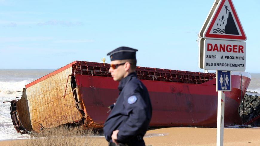 VIDÉO Tempête Petra : un cargo espagnol échoué sur la plage d'Anglet