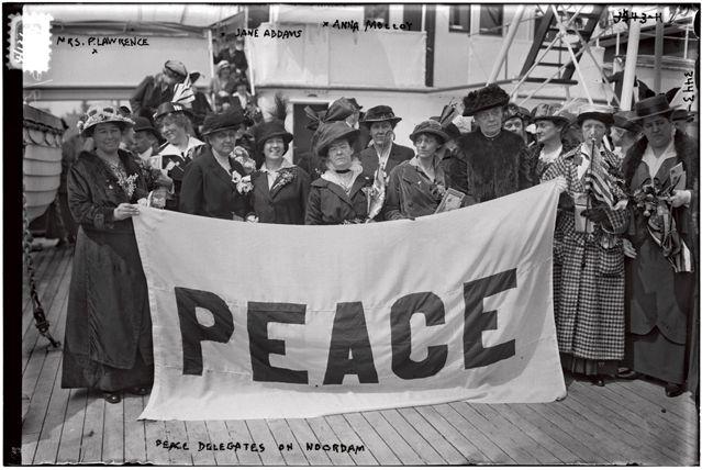 """""""Peace"""" : le féminisme s'engage dans le pacifisme pendant la Première Guerre Mondiale"""