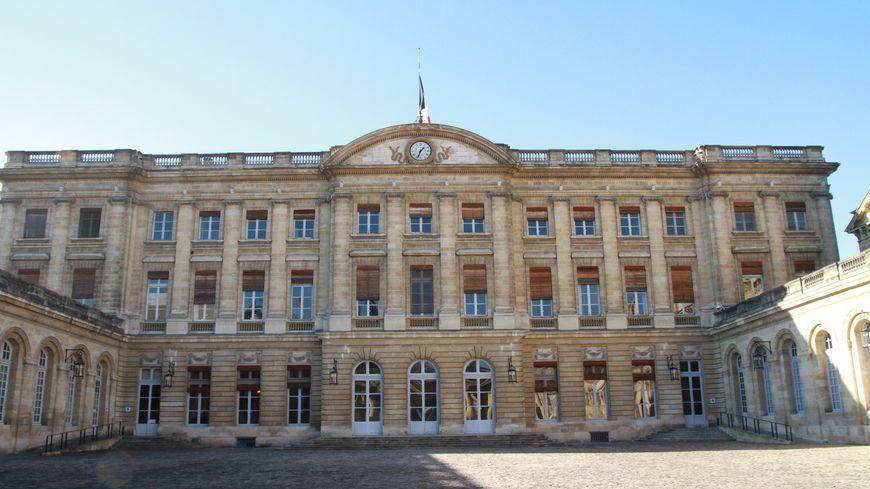 L'hôtel de ville de Bordeaux. (illustration)