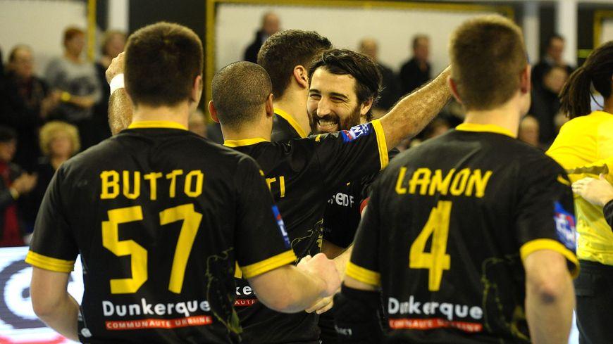 L'équipe de handball de Dunkerque victorieuse face à Nîmes